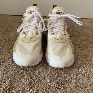 Nike Shoes - Nike Air 270 React
